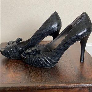 Moda peep toe snakeskin high heels